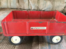 Vintage 1/16 Ertl International Harvester Barge Wagon