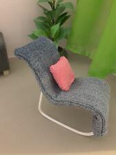 Poupée Barbie Taille fauteuil à bascule denim avec coussin...