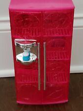 2010 Mattel Barbie Glam Sweet Treats a TV Sparkle Refrigerador con/Estantes