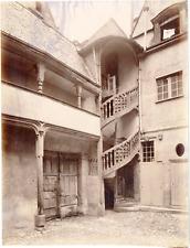 France, Tours, cour intérieure, escaliers colimaçon, décoration, ornements  vint