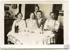 Famille à table repas alcool vin apéro - photo argentique ancienne an.1930