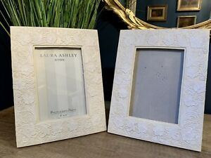 """Pair Laura Ashley Ivory White Lace Flower Effect Photo Frames Fits 6"""" x 4"""" Photo"""