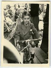 PHOTO ANCIENNE - ENFANT MANÈGE FÊTE FORAINE VÉLO - CHILD BIKE - Vintage Snapshot