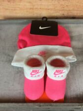 Nike Swoosh Infant Babies Beanie Hat Booties Crib Shoes Socks Set Hyper Pink 0-6