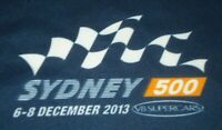 V8 SUPERCARS SZ MEDIUM T SHIRT SYDNEY 500 6-8 DECEMBER 2013 NAVY BLUE FREE POST