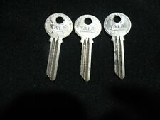 "3 VINTAGE CUT KEYS Original YALE  "" GB "" keyway LOCKSMITH OEM  Antique locks"