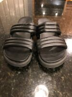 NEW Urban Outfitters Silence + Noise Women's Two Strap Flatform Sandals size 8
