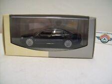 Audi A8 (D3), 2002, Brilliantschwarz, Audi-Dealer (Minichamps) 1:43, OVP