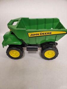 John Deere Big Scoop Sandbox Beach Dump Truck with 3 Sand Tools TOMY. New.