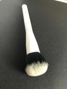 Crown Deluxe Pro Blush Brush, WH035 White Boxycharm Brand New