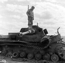 WW2 Photo WWII  Destroyed German Panzer Tunisia 1943 Pzkpfw. IV Wehrmacht / 4147