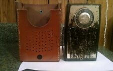 Vintage RCA VICTOR DELUXE TRANSISTOR RADIO With Leather Case