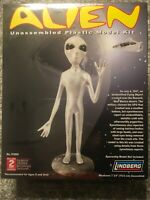 NEW Lindberg ALIEN Plastic Model Kit 2006 Close Encounters Roswell UFO No. 91004