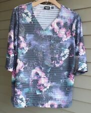 NWT ONQUE CASUAL PRETTIEST FADED BLUES/PINKS TRENDY PRINT RAISED DETAILS TOP 2X