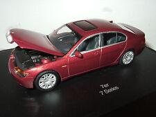 Minichamps im speziellen Sammler Schaukasten,BMW 7er-Serie Salon in 1:43 Maßstab