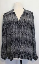 WITE ~ Navy Blue White Geometric Print Relaxed Fit V Neck Button Front Top 16