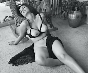 B311 10x12 BUSTY 1960s Pinup, ALTHEA CURRIER * BIG BEAUTIFUL BREASTS! (NUDES)