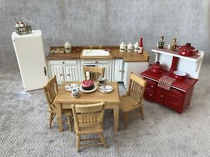 DOLLS HOUSE 1/12 SCALE KITCHEN SET WITH LOTS OF ACCESSORIES