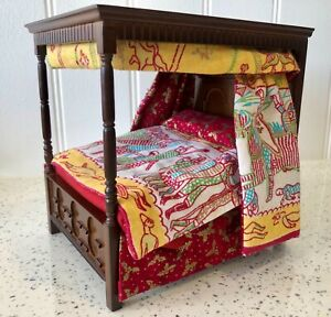 Dolls house miniature 1:12 Medieval Tudor bed + Bayaux tapestry bedding