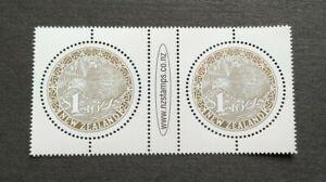 2000 New Zealand Gold Round Kiwi Bird Stamps Gutter Pair Mint NH