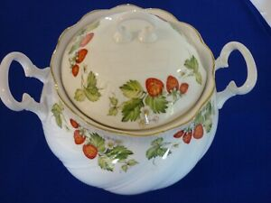Queens China Virginia Strawberry Soup Tureen in Excellent Condition Very Rare