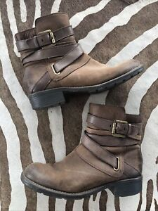 Clarks Brown Leather Boot Size 7.5 Moto Buckle Brass