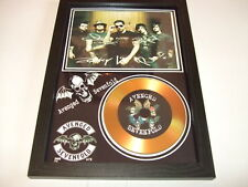 AVENGED SEVENFOLD   SIGNED   GOLD DISC  DISPLAY 8