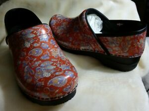 Sanita Clogs 38 New Jaclyn Red Floral Paisley Printed Patent Leather Clog US 7.5