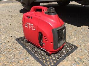 Red Honda EU10i inverter generator 1kw