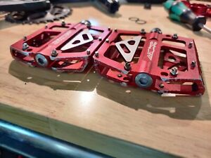 Azonic 420 Flat Pedals Red