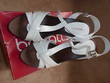 Nuevos Zapatos Taco Barratts - - - Blanco-Cuero-Strapped-Sandalia - Talón-tamaño 39/6