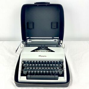 Olympia Deluxe Typewriter SM9 Excellent Working Cond w/ Original Case - Germany