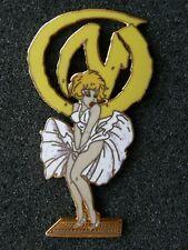 rarissime pin's NATACHA marilyn monroe , la marque jaune - signé LES PLAGIAIRES
