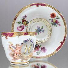KPM Berlin um 1780: Trembleuse mit Buchstabe H Engel Schuppen Blumen Tasse cup