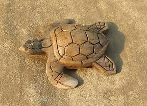 geschnitztes Schildkrötenbaby, Holz, naturfarben, Handarbeit, 8,5cm