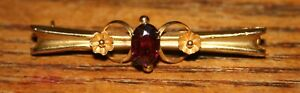 Vintage 9ct Ladies Brooch - 2 Flowers & a Red Unidentified Stone