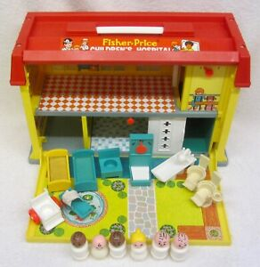 Vintage 1976 FISHER PRICE Little People 931 CHILDREN'S HOSPITAL & 15 ACCESSORIES
