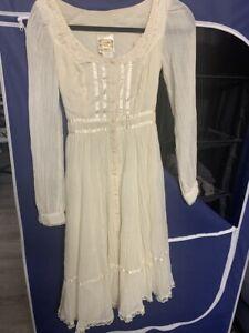vintage gunne sax dress lace white romantic cotton photo shoot 1970s party