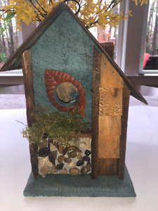 BEAUTIFUL CUSTOM MADE BIRDHOUSE - MADE IN THE USA. ONE OF A KIND