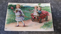 AK Alte Kinderpostkarte Goldprägung Blumen Wagen Berg Feld  11460