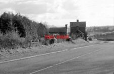 PHOTO  1979 IRELAND TULLYMURRY RAILWAY STATION AND SIGNAL BOX APPROACHING TULLYM