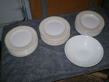 Service 36 pièces en faience de Salins, centre blanc, galon beige