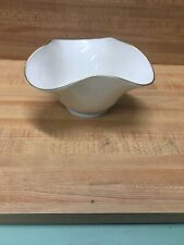 Lenox Celedon Footed Ivory Scalloped Wavy Rim Candy Dish Bowl 24kt gold