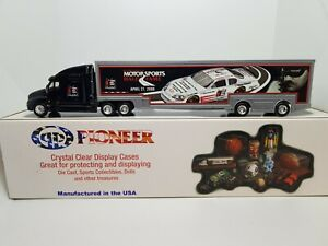 Dale Earnhardt #3 Hall Of Fame 2007 Hauler 1:64 Scale & Display Case, RARE
