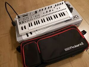 Roland JD-Xi Analog/Digital Crossover Synthesizer Ltd edition white with gig bag