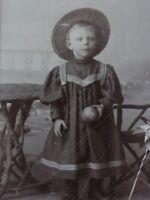 Kleines Mädchen mit Hut - Foto / Fotographie - M. Schimanski / Kiel