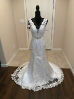 Simple Lace Ivory wedding dress size 6, NWT
