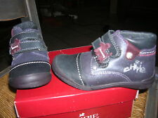 chaussures montantes 23 CHIPIE NEUVES CUIR  fille val 75 euros lot possible  50