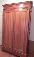 Armoire Ancienne penderie et tiroir en noyer je crois ,une très belle pièce