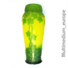 Glas Vase im Stil des Jugendstil gelb grün überfangen im Antik Stil geäzt